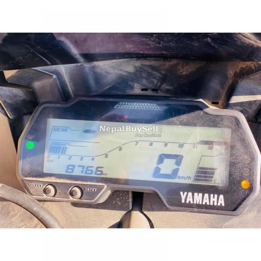 One Hand Yamaha R15 v3 - 4/8