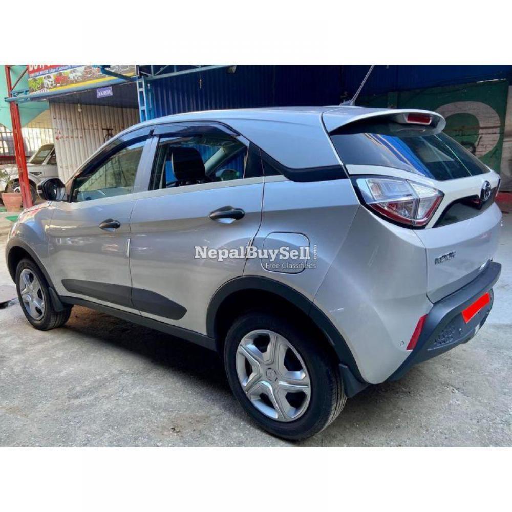 Tata Nexon Xm Petrol 2019 - 2/6