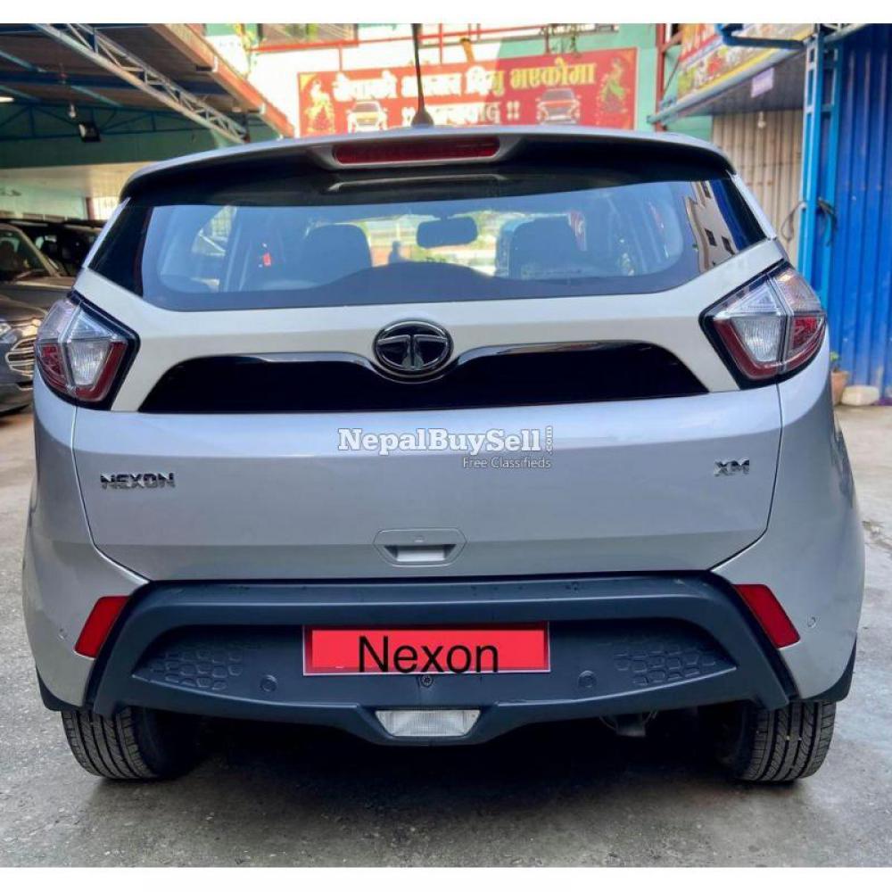 Tata Nexon Xm Petrol 2019 - 3/6