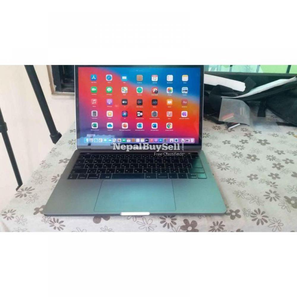 MacBook pro i5, 2017, retina display with true tone. Touch bar model - 1/6
