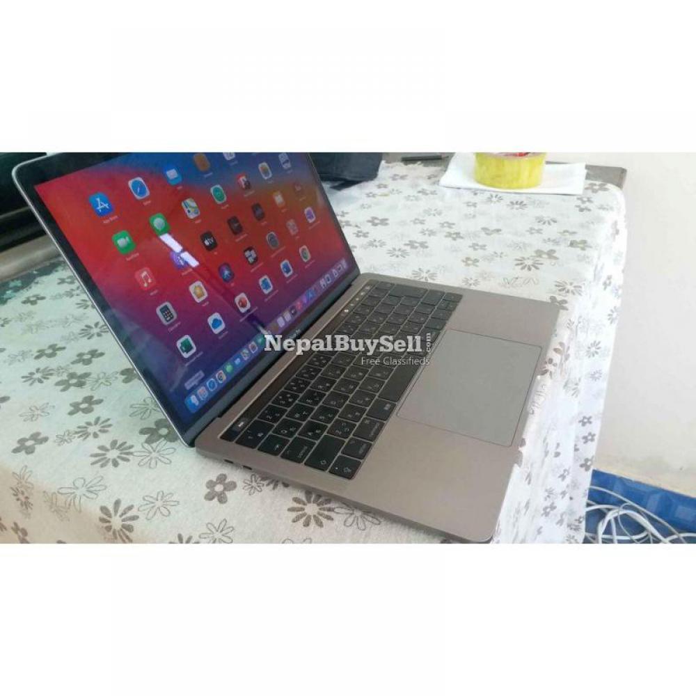 MacBook pro i5, 2017, retina display with true tone. Touch bar model - 2/6