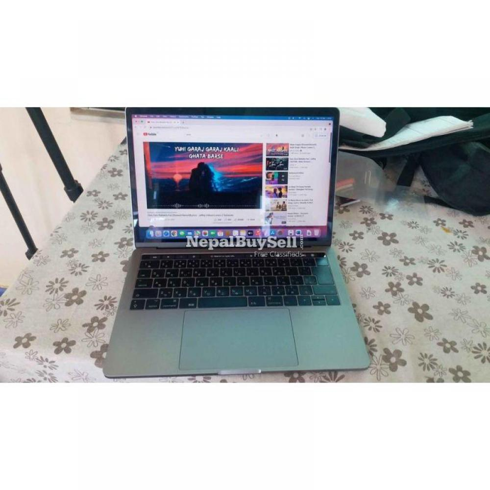 MacBook pro i5, 2017, retina display with true tone. Touch bar model - 3/6
